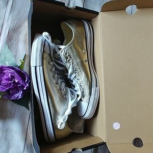 NWT Ctas OX Gold Converse Sneakers